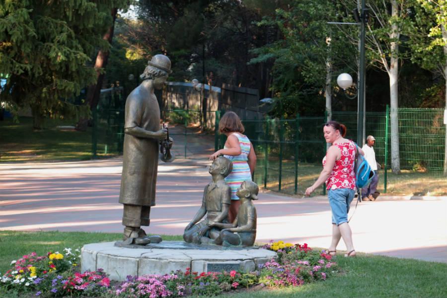 Estatua de Fofó en el Parque de Atracciones de Madrid