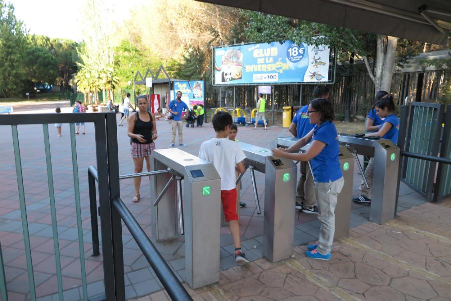 Tornos de acceso al Parque de Atracciones de Madrid