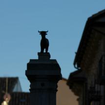 El Torico de Teruel está encaramado en una columna