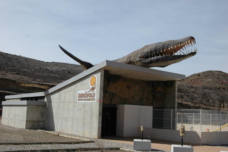 Mar Nummus está en Abarracín (Teruel), y es un espacio de Dinópolis