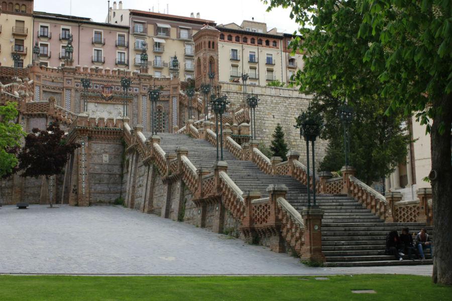 Vista de una escalera en Teruel