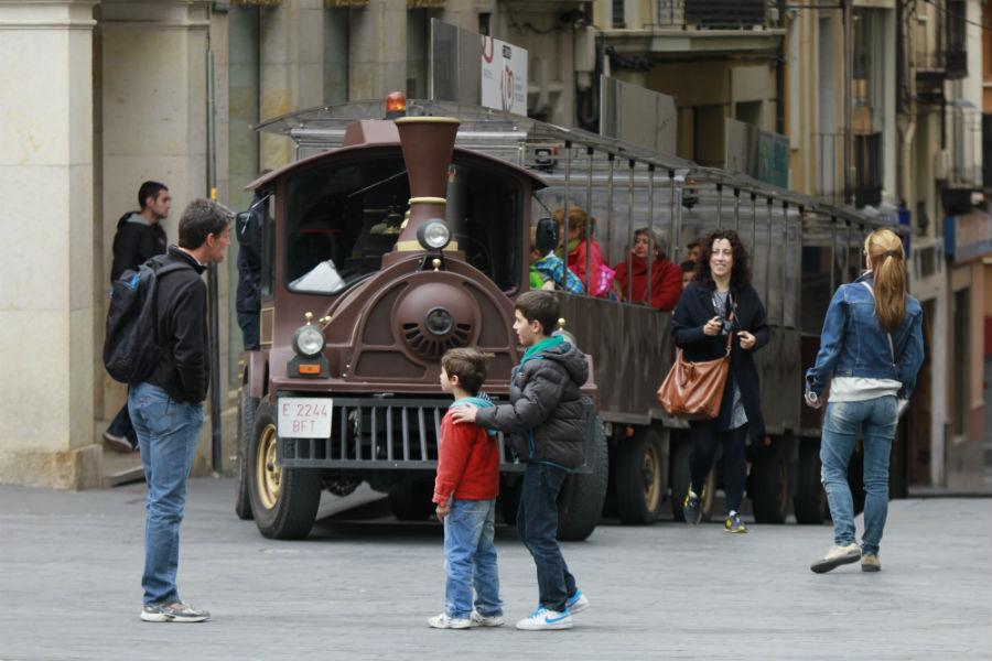 El Tren Turístico de Teruel sale de la Plaza del Torico
