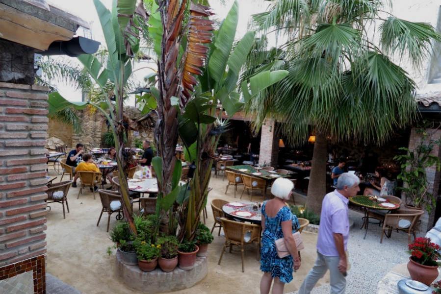 El jard n del califa es un restaurante en un aut ntico for El jardin del califa vejer