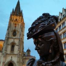 Ana Ozores, protagonista de La Regenta. Estatua en Oviedo.