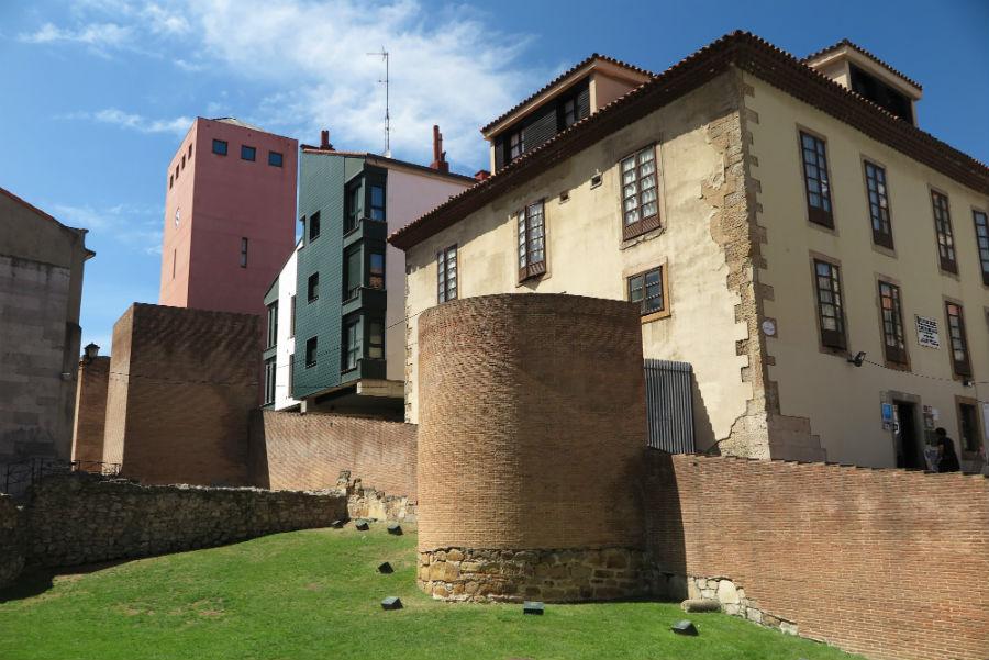 Paseo por el casco antiguo de gij n for Oficina de turismo gijon