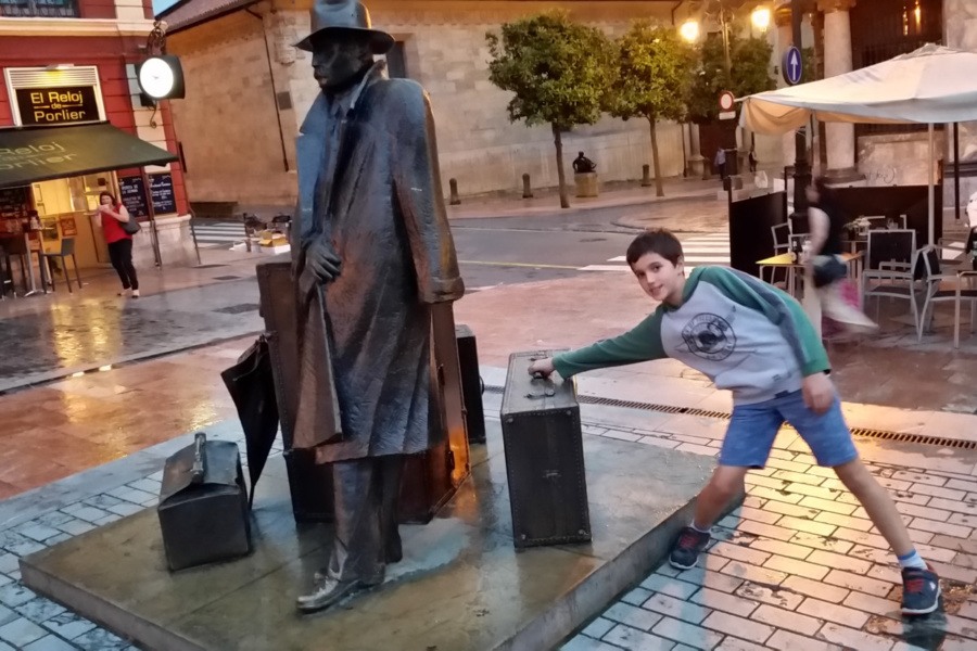 Te proponemos una ruta para descubrir las estatuas más curiosas de Oviedo
