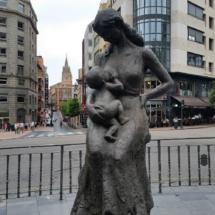 Maternidad, Encarna con chiquitín