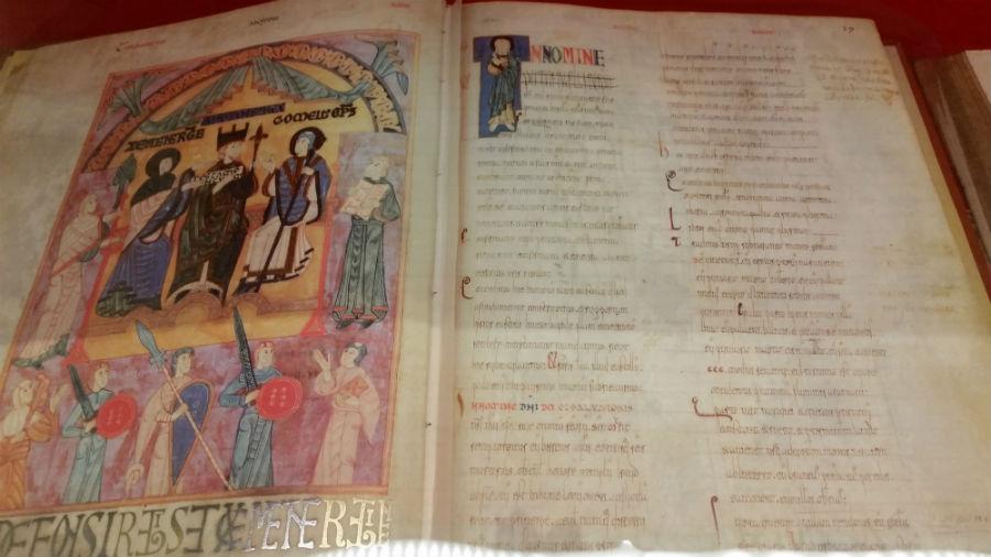Libro de la catedral de Oviedo