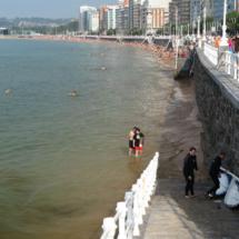 Escalera de acceso a la playa de Gijón