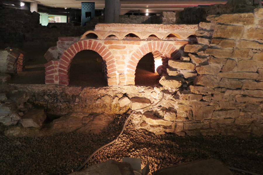 Visitamos el yacimiento de las Termas Romanas de Gijón