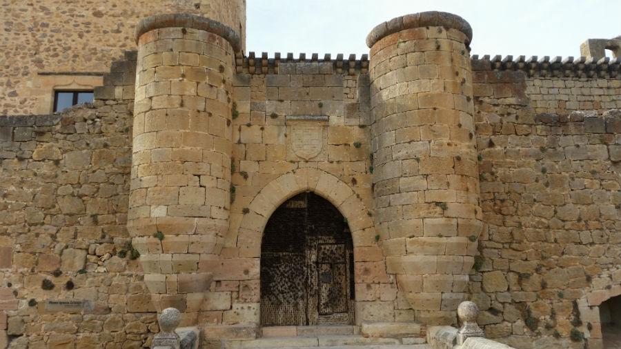 Fachada principal del Castillo de Pedraza