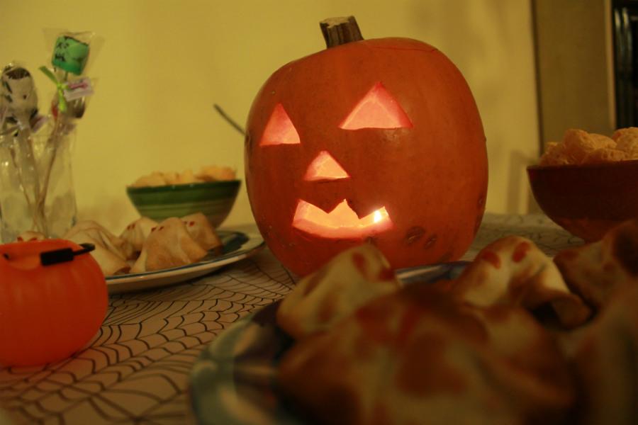 C mo hacer una calabaza de halloween - Decorar calabaza halloween ninos ...