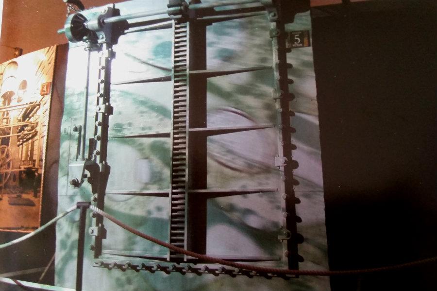 Reproducción de una puerta estanca del Titanic