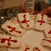 Preparación de los ataúdes de queso: aquí está tu 'cementerio' de queso