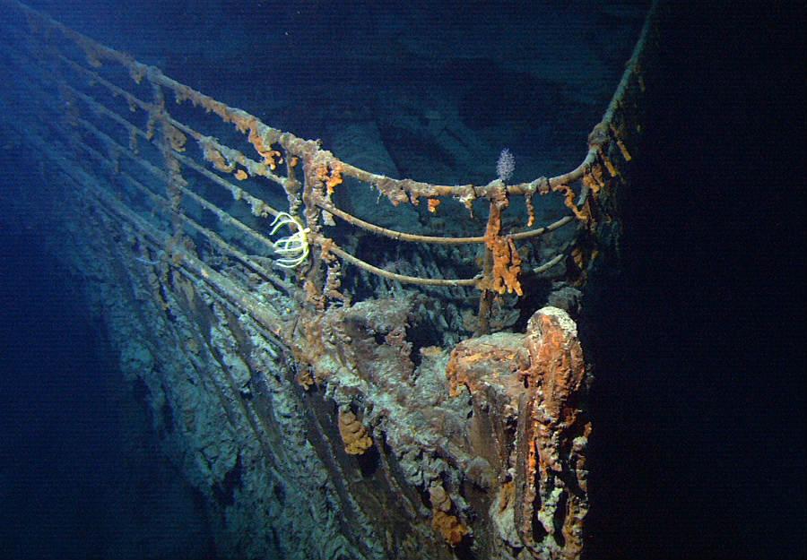 Maqueta del Titanic en el fondo del mar