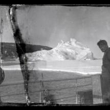 Alexander Stevens en la cubierta del Aurora 1914-17 ® Antarctic Heritage Trust nzhatorg