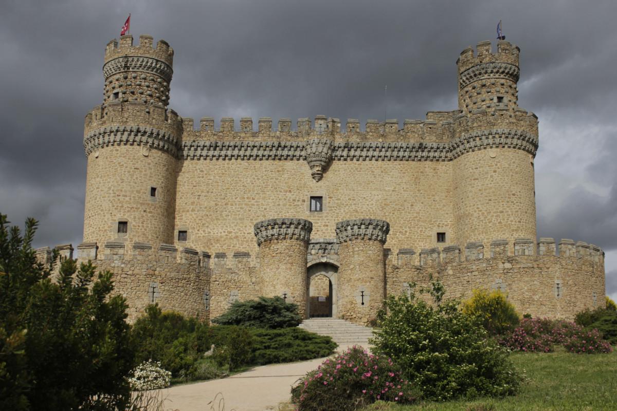 Fachada principal del Castillo de Manzanares El Real