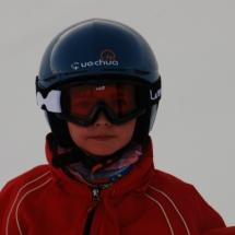 El casco, las gafas y la braga protegen a los pequeños del frío, la humedad y los golpes