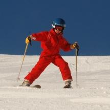 Ir bien abrigados y protegidos es muy importante que los niños disfruten de la nieve.