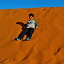 Jugando a rodar duna abajo
