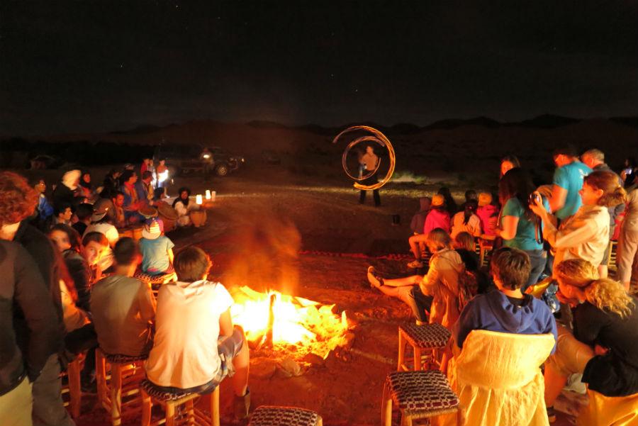 Noche de música y fuego en El Desierto de los Niños