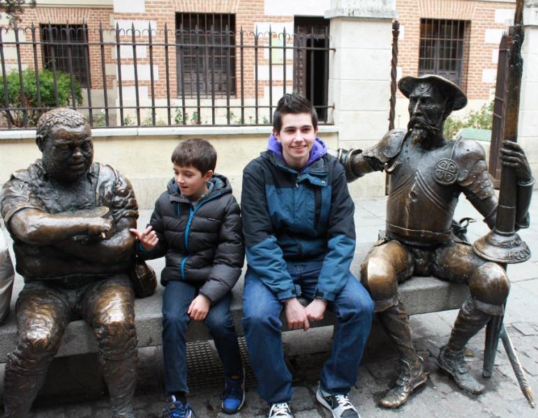 Fachada de la Casa de Cervantes en Alcalá de Henares. Ciudades para pasar Semana Santa con niños