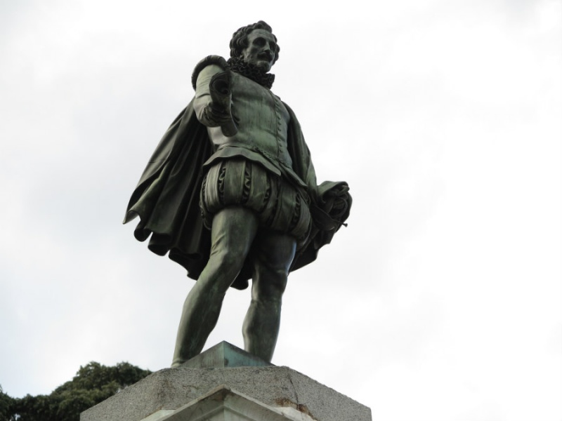 Estatua de Cervantes frente a las Cortes
