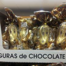 Figuras de chocolate con forma de conejo, típicas de Pascua.