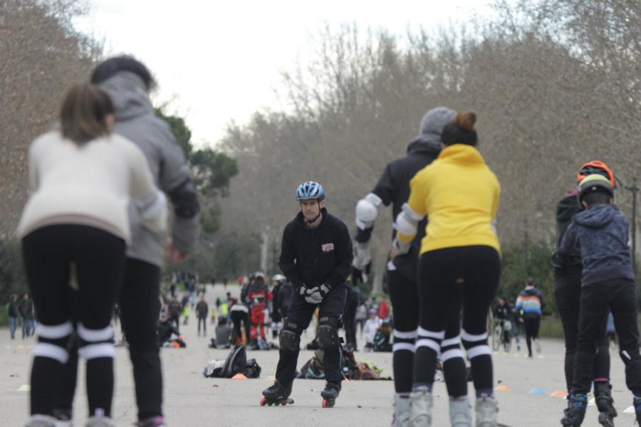 En las ciudades hay cursillos intensivos para aprender a patinar