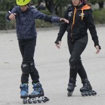 Curso para aprender a patinar en familia