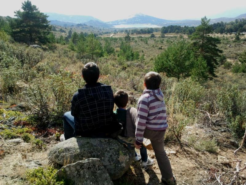 Paseo en familia por la Barranca, en la Sierra de Madrid