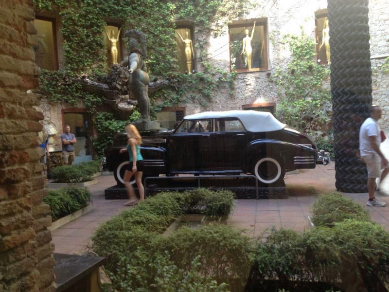 Cadillac en el Museo Dalí de Figueras