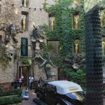 Museo Dalí Figueras: patio con Cadillac