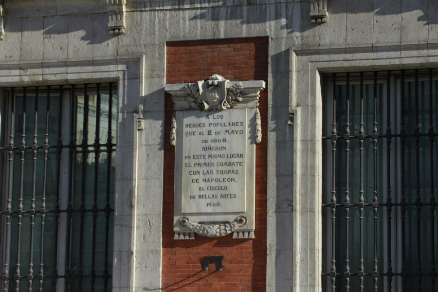 Placa conmemorativa del 2 de Mayo en la Puerta del Sol