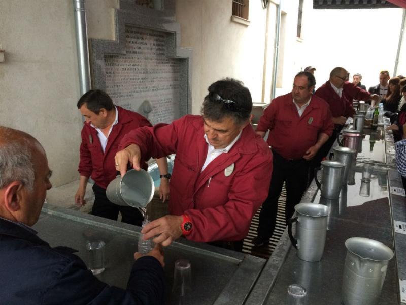 Aguadores en la Fuente de San Isidro