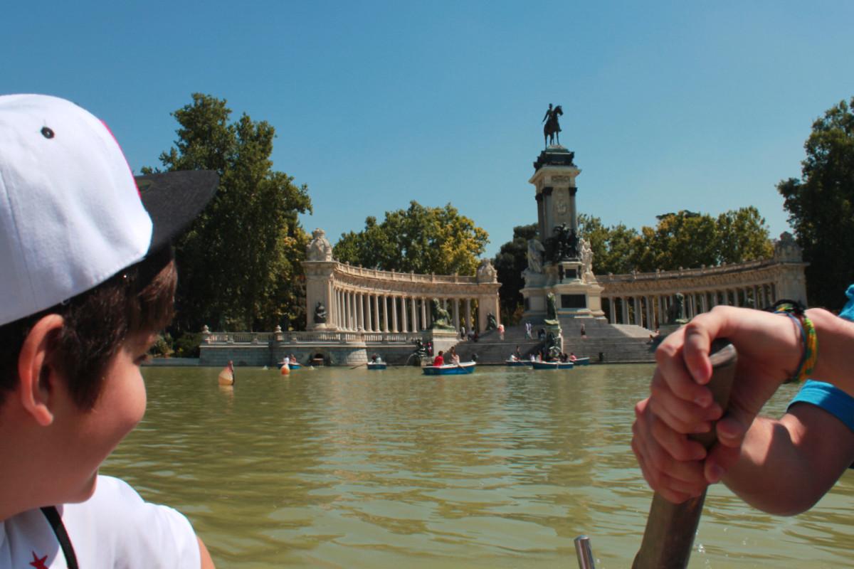 Practicamos el remo, con peques, en los lagos de Madrid