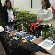 Puesto de venta de envases para el agua de San Isidro