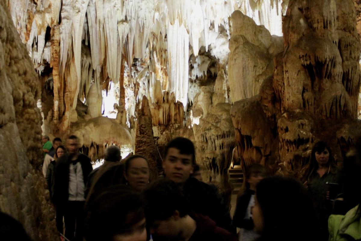 Te contamos nuestra experiencia en dos cuevas visitables en Castilla y León, cerca de Madrid