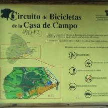 Cartel indicador del circuito de bicicletas en la Casa de Campo