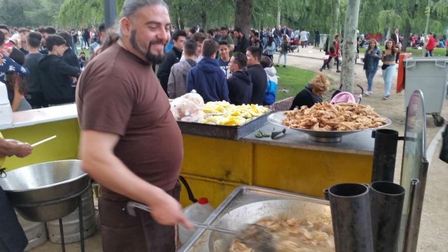 Freiduría de entresijos y gallinejas en la Pradera de San Isidro