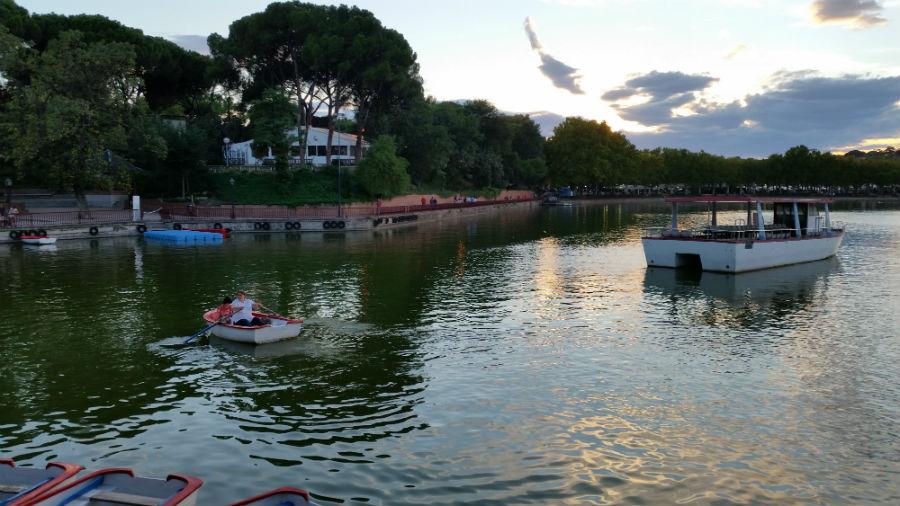Remar en el lago de la casa de campo - Casas de campo madrid ...