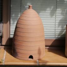 Panal de abejas de barro en Poyales del Hoyo