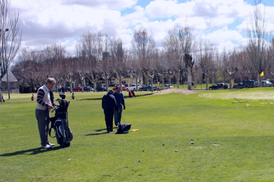 ¿Es el golf un buen plan para hacer deporte con peques?