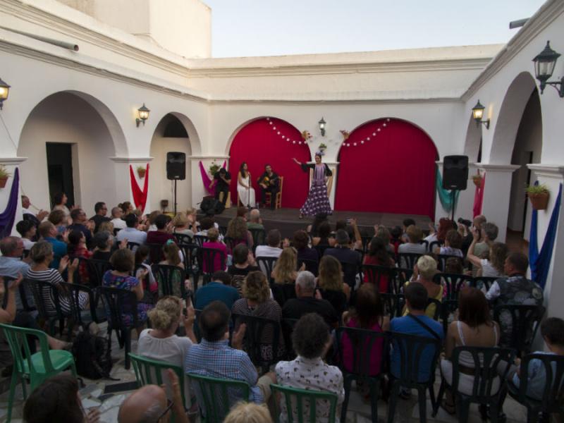 Flamenco en el Patio, se celebra en un patio andaluz de Conil