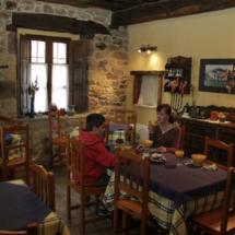 Comedor de la Casa Rural Corral Mayor, en La Serna, Cantabria