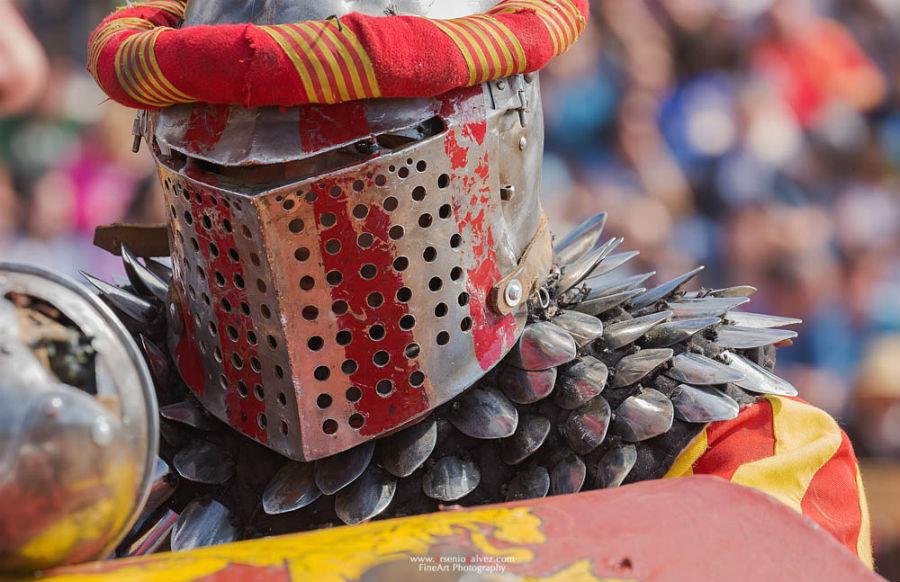 Casco medieval en el Torneo Internacional de Combate Medieval 2015