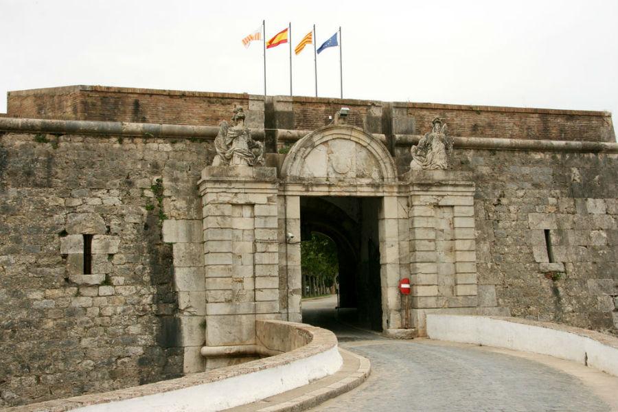 Entrada al Castillo de Sant Ferrán, en Figueres