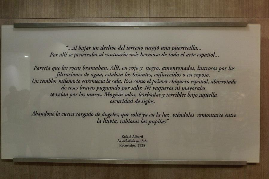 Cartel informativo en la Neoueva de Altamira