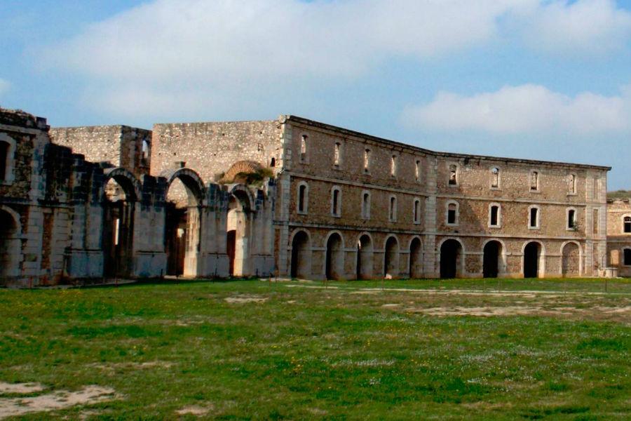 Patio de armas delCastillo de Sant Ferrán, en Figueres