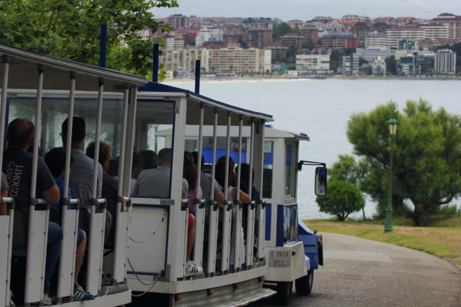 Tren turístico de la Península de la Magdalena, en Santander